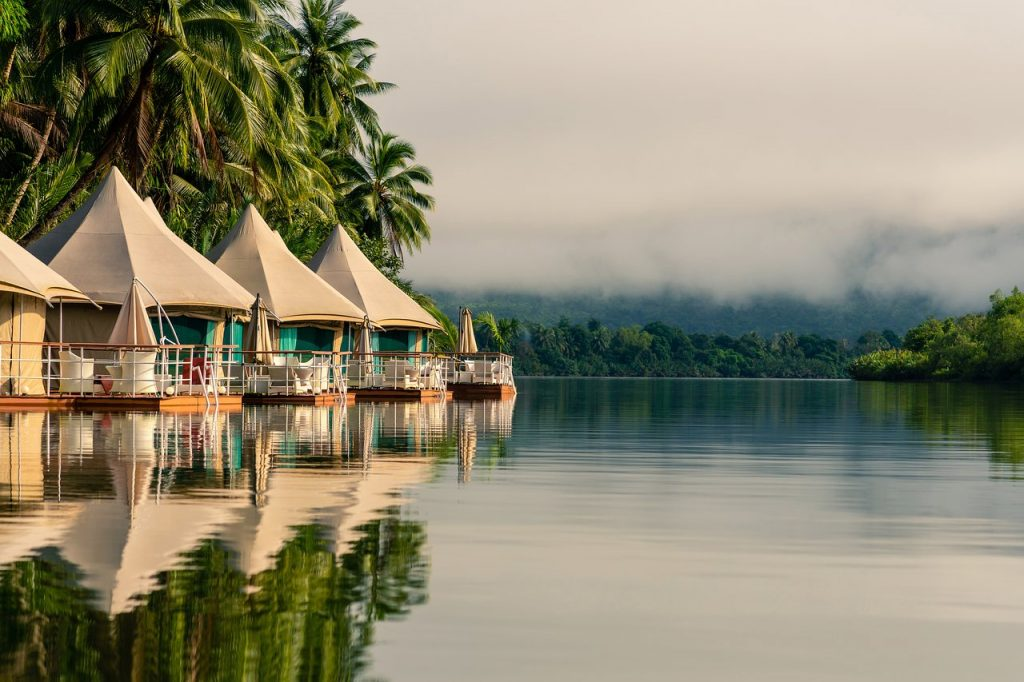 Villas Four river floating lodge